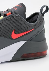 Nike Sportswear - AIR MAX MOTION 2  - Tenisky - iron grey/bright crimson/limelight/white - 5