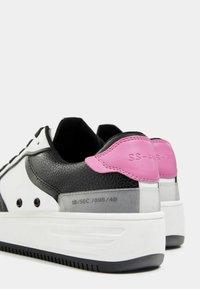 Bershka - MIT PRÄGUNG - Sneakers laag - white - 5
