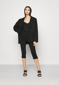 Vero Moda - VMLEXIE CAPRI PANT - Shorts - black - 1