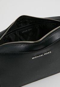 MICHAEL Michael Kors - JET SET TRAVEL  - Borsa a tracolla - black - 4