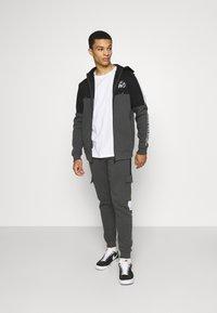 Kings Will Dream - FARNELL ZIP THROUGH HOOD - Zip-up sweatshirt - asphalt/jet black - 1