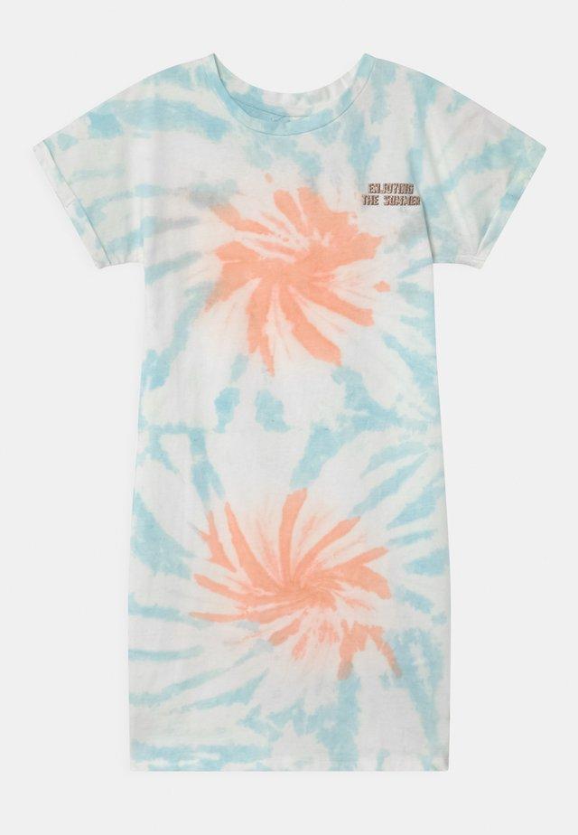 PELIENE - Jerseykjoler - coral pink