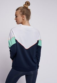 Hummel - STUDIO - Sweatshirt - black iris - 2