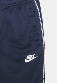 Nike Sportswear - REPEAT - Træningsbukser - midnight navy/white - 2