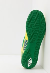 Umbro - SALA II LIGA - Scarpe da calcetto - golden kiwi/white/fern green/deep surf - 4