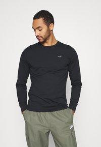 Hollister Co. - CREW MULTI 3 PACK - Long sleeved top - white/dark blue/black - 1