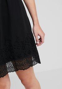 Vero Moda - VMAISHA DRESS - Hverdagskjoler - black - 5