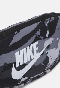 Nike Sportswear - HERITAGE UNISEX - Bum bag - black/white - 3