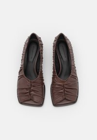 By Malene Birger - TERLA - Classic heels - chestnut - 4