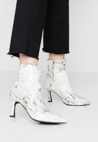 BEBO - JOLINA - Classic ankle boots - white - 0