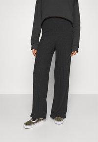 Vero Moda - VMTILDA PANT - Trousers - dark grey melange - 0