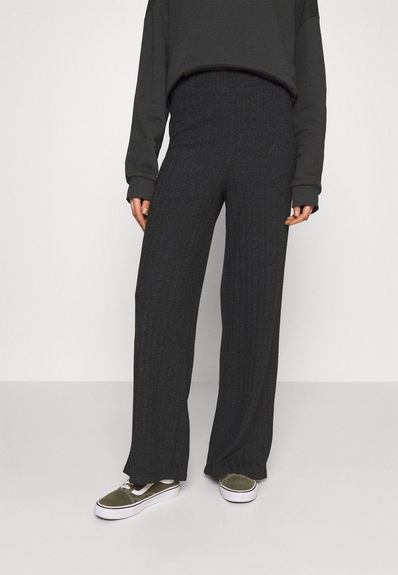Vero Moda - VMTILDA PANT - Trousers - dark grey melange