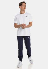 Puma - HERREN ESSENTIALS SMALL LOGO - Basic T-shirt - white - 1