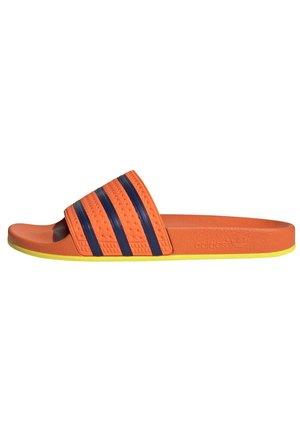 ADILETTE SLIDES - Sandały kąpielowe - orange