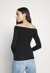 Vero Moda Petite - VMPANDA OFF SHOULDER TOP VIP  - Long sleeved top - black - 2