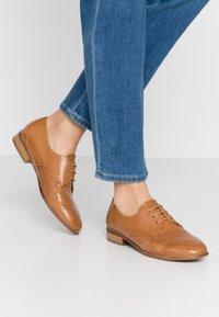 Everybody - Zapatos de vestir - tobacco - 0