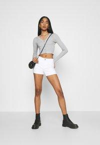ONLY - ONLROYAL LIFE - Short en jean - white - 1