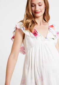 True Violet Maternity - TRUE HI LOW MIDAXI DRESS WITH FRILLS - Długa sukienka - ombre cream - 3