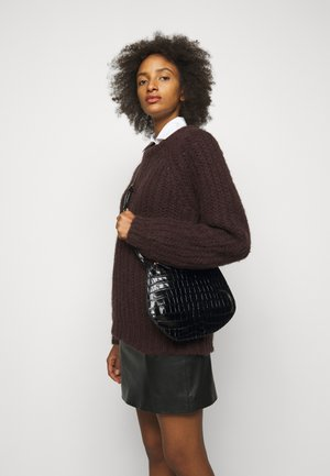 PEBBLE CROSSBODY - Across body bag - black