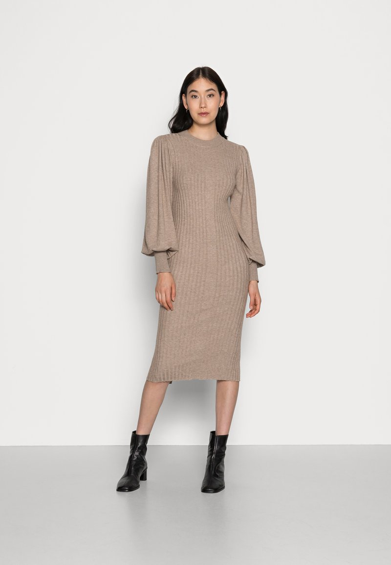 Moss Copenhagen - RACHELLE DRESS - Strikket kjole - dune melange