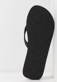 Esprit - GLITTER THONGS - T-bar sandals - black - 6