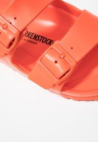 Birkenstock - ARIZONA - Pool slides - flame - 5