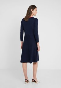 J.CREW - ALICE NECK TIE DRESS - Pletené šaty - navy/cerise/ivory - 2