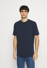 Selected Homme - SLHRELAXCOLMAN O NECK TEE - Basic T-shirt - navy blazer - 0