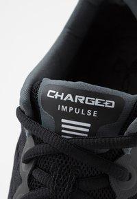 Under Armour - CHARGED IMPULSE - Løbesko stabilitet - black/white - 5