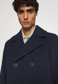 Selected Homme - SLHSUSTAINABLE ICONICS PEACOAT  - Classic coat - sky captain - 5