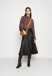 IVY & OAK - SKIRT MIDI - Leather skirt - black - 1