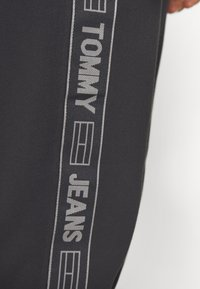 Tommy Jeans - TAPE  - Pantalon de survêtement - black - 5