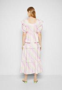 Olivia Rubin - ELLI - T-shirt con stampa - light pink - 3