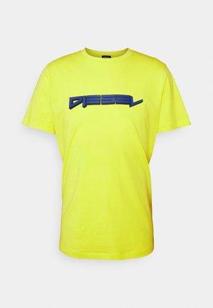 BMOWT-JUST-B - T-shirt con stampa - lemon