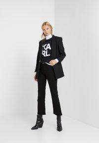 KARL LAGERFELD - SQUARE LOGO TEE - T-shirts med print - black - 1