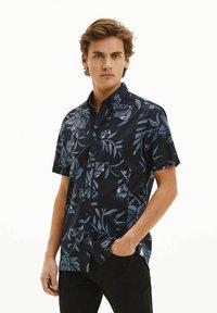 Tommy Hilfiger - PATCHWORK FLORAL PRINT - Shirt - marine - 0