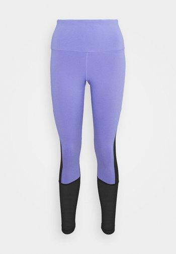 BEYOND THE SWEAT - Leggings - hyper purple