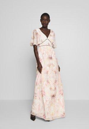 Společenské šaty - peach