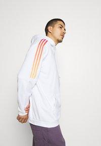 adidas Originals - UNISEX - Sweatshirt - white/multicolor - 4