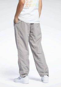 Reebok Classic - CLASSICS TRACKSUIT BOTTOMS - Pantalon de survêtement - grey - 2