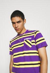 STAPLE PIGEON - STRIPED POCKET TEE UNISEX - Print T-shirt - yellow - 3