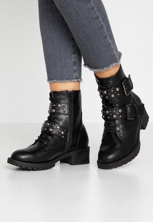WIDE FIT BIACLAIRE STUD BELT BOOT - Botines camperos - black