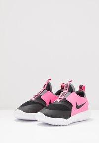 Nike Performance - FLEX RUNNER - Hardloopschoenen neutraal - black/pink glow/smoke grey - 3