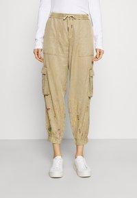 Desigual - PANT BABEL - Pantalon cargo - beige - 0