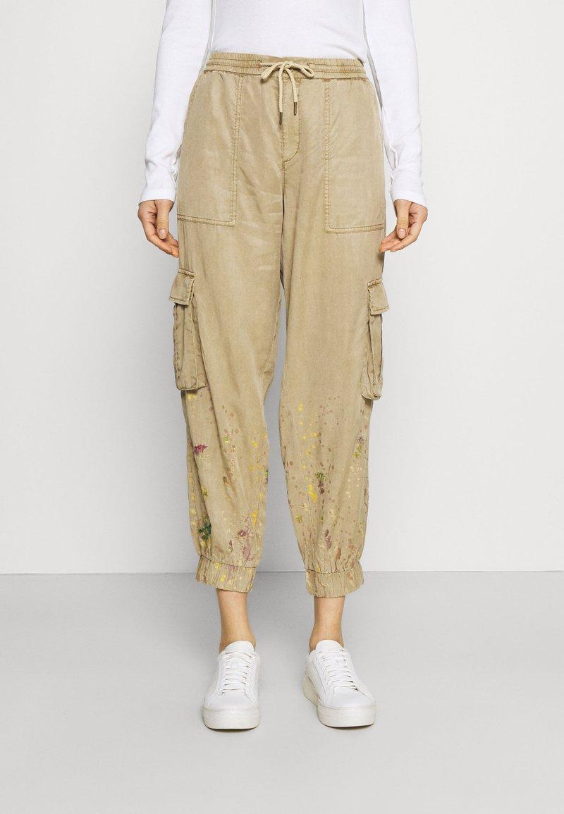 Desigual - PANT BABEL - Cargo trousers - beige