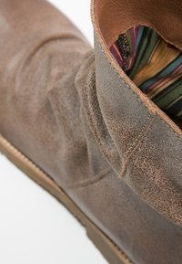 Felmini - CLASH - Classic ankle boots - camel - 5
