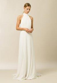 IVY & OAK - MEGAN - Společenské šaty - snow white - 0