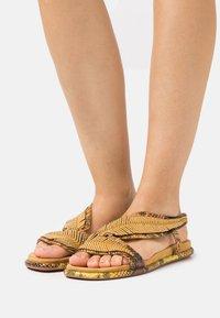 Alma en Pena - Sandals - mustard - 0