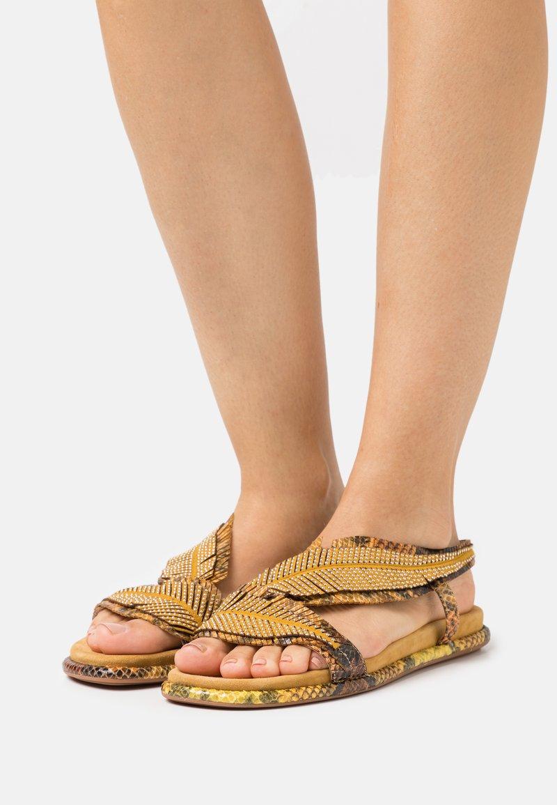 Alma en Pena - Sandals - mustard