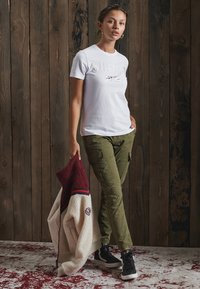 Superdry - Cargo trousers - tuscan olive - 1